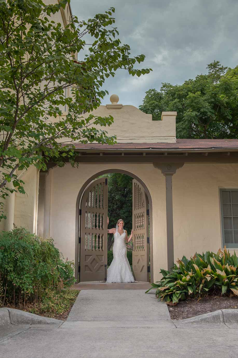 san antonio bridal portraits landa library san antonio wedding photographers _4S21706-Edit