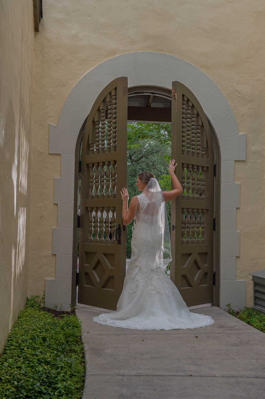 san antonio bridal portraits landa library san antonio wedding photographers _4S21708