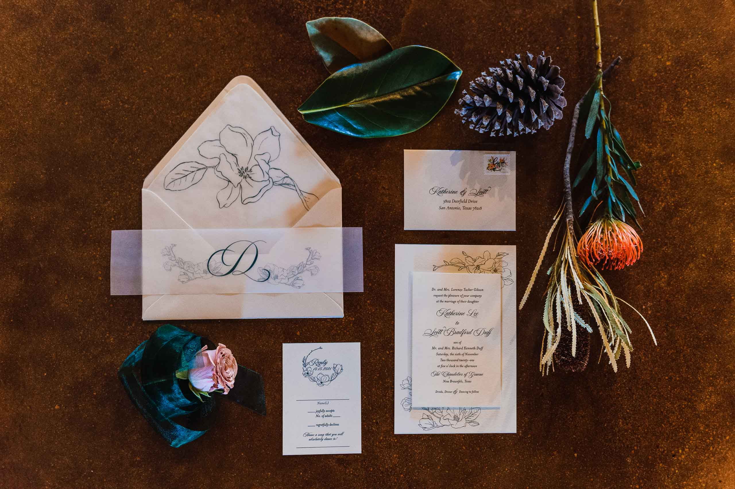 chandelier-of-gruene-winter-wedding-inspiration-_4S15472-Edit