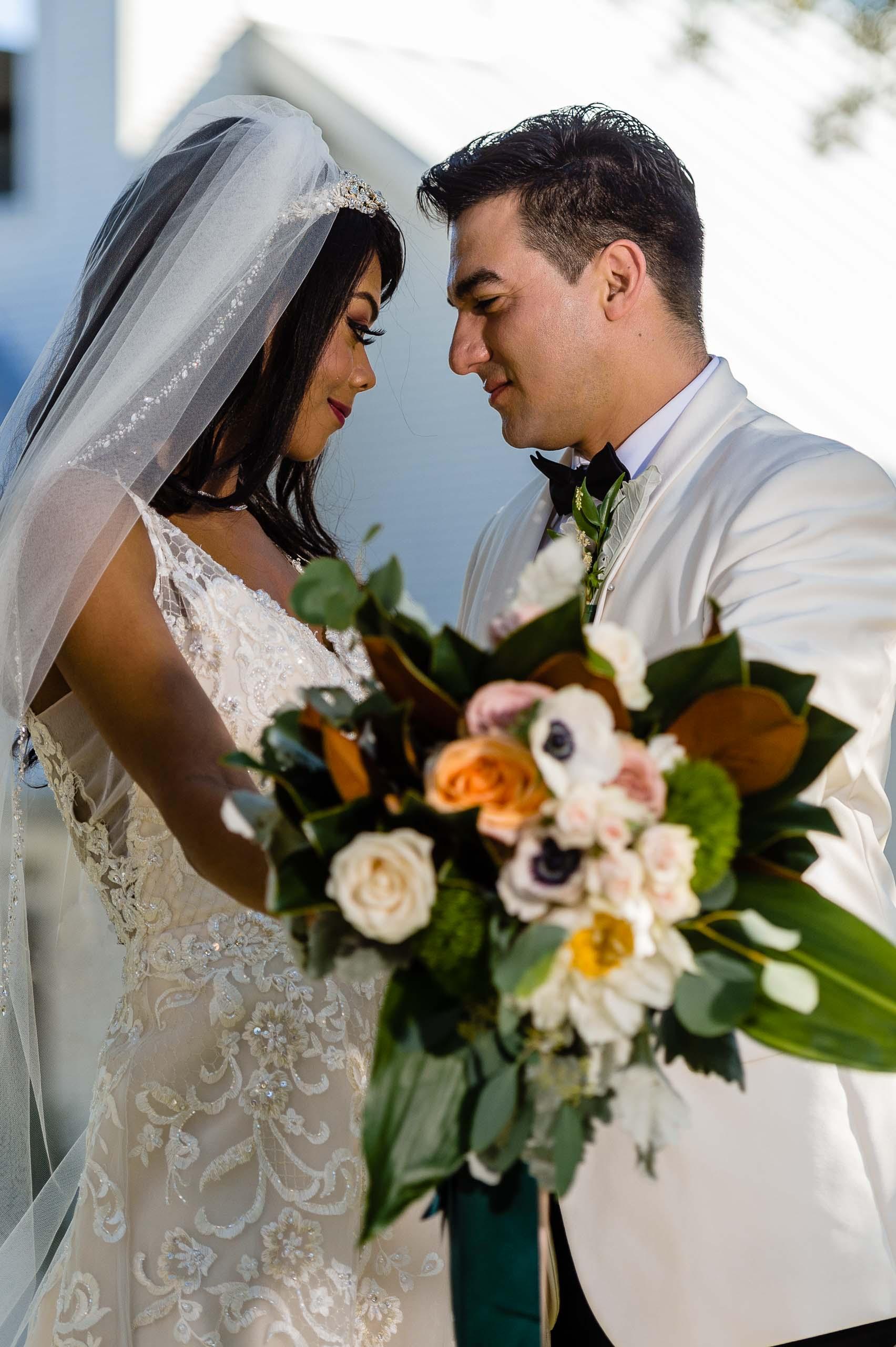 chandelier-of-gruene-winter-wedding-inspiration-_4S15584-Edit