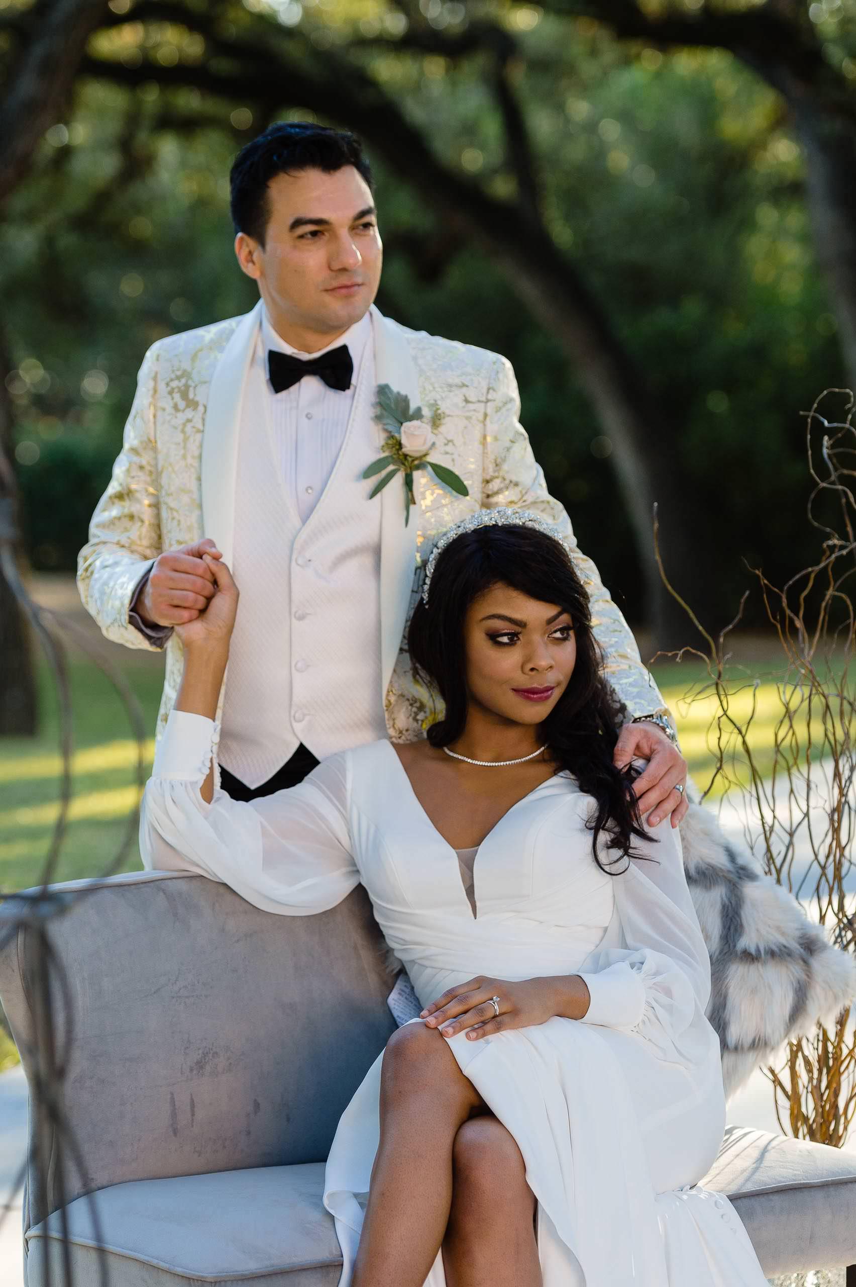 chandelier-of-gruene-winter-wedding-inspiration-_4S15675