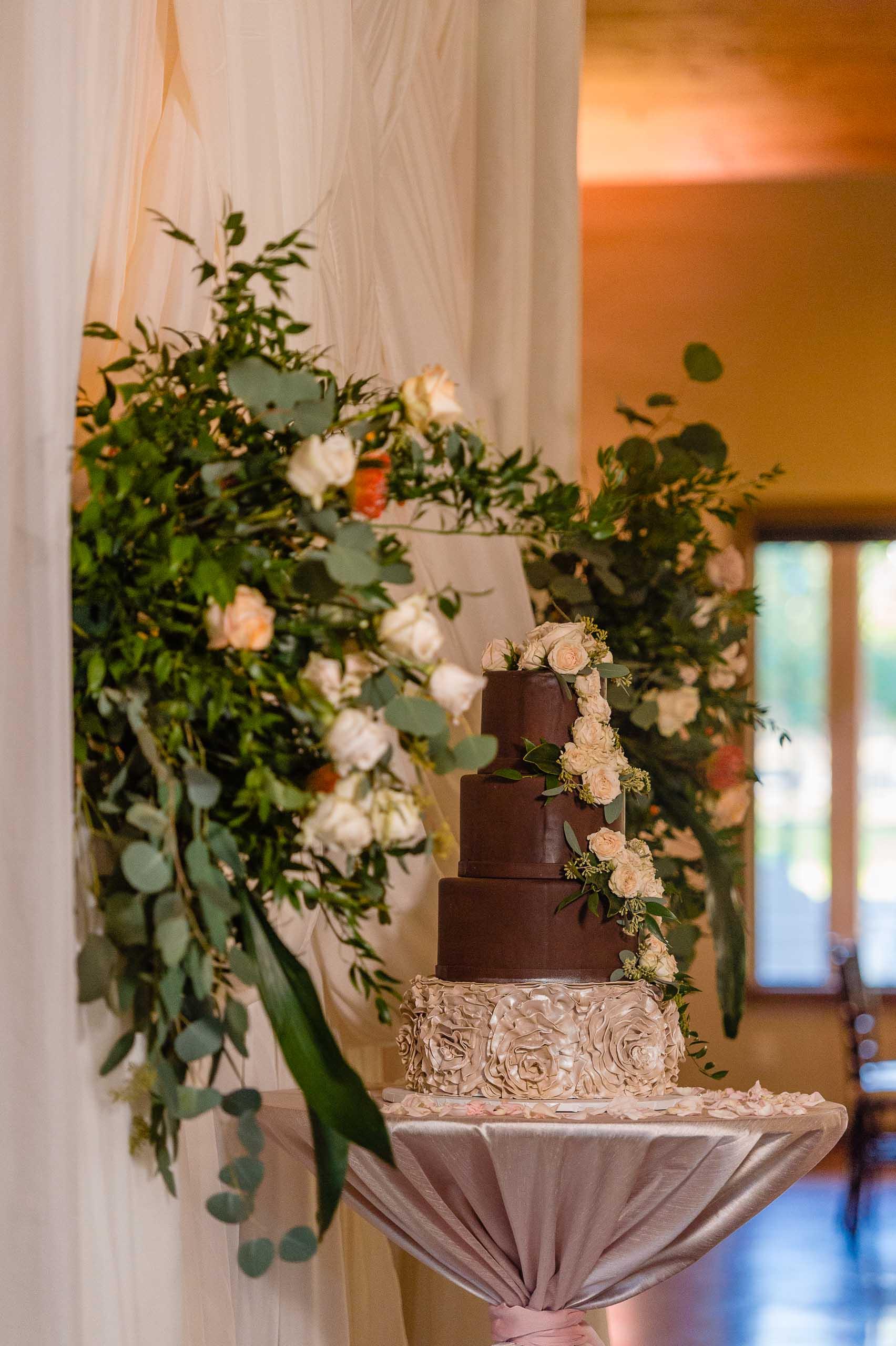 chandelier-of-gruene-winter-wedding-inspiration-_4S15683