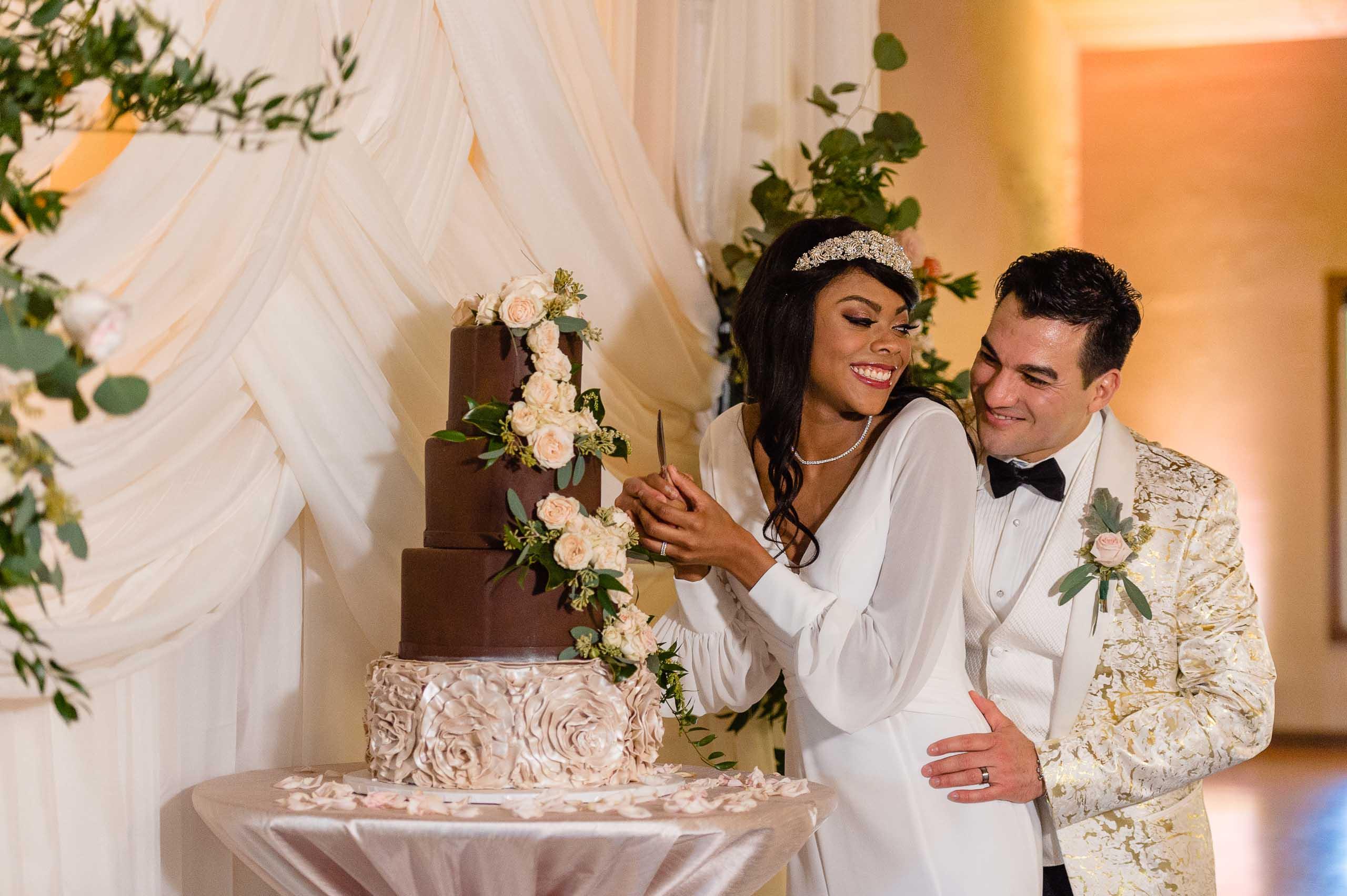 chandelier-of-gruene-winter-wedding-inspiration-_4S15688