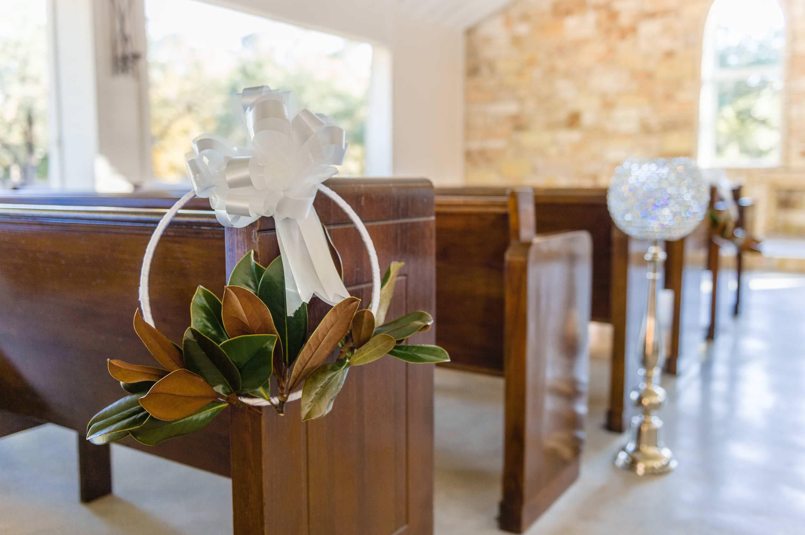 chandelier-of-gruene-winter-wedding-inspiration-_4S27962