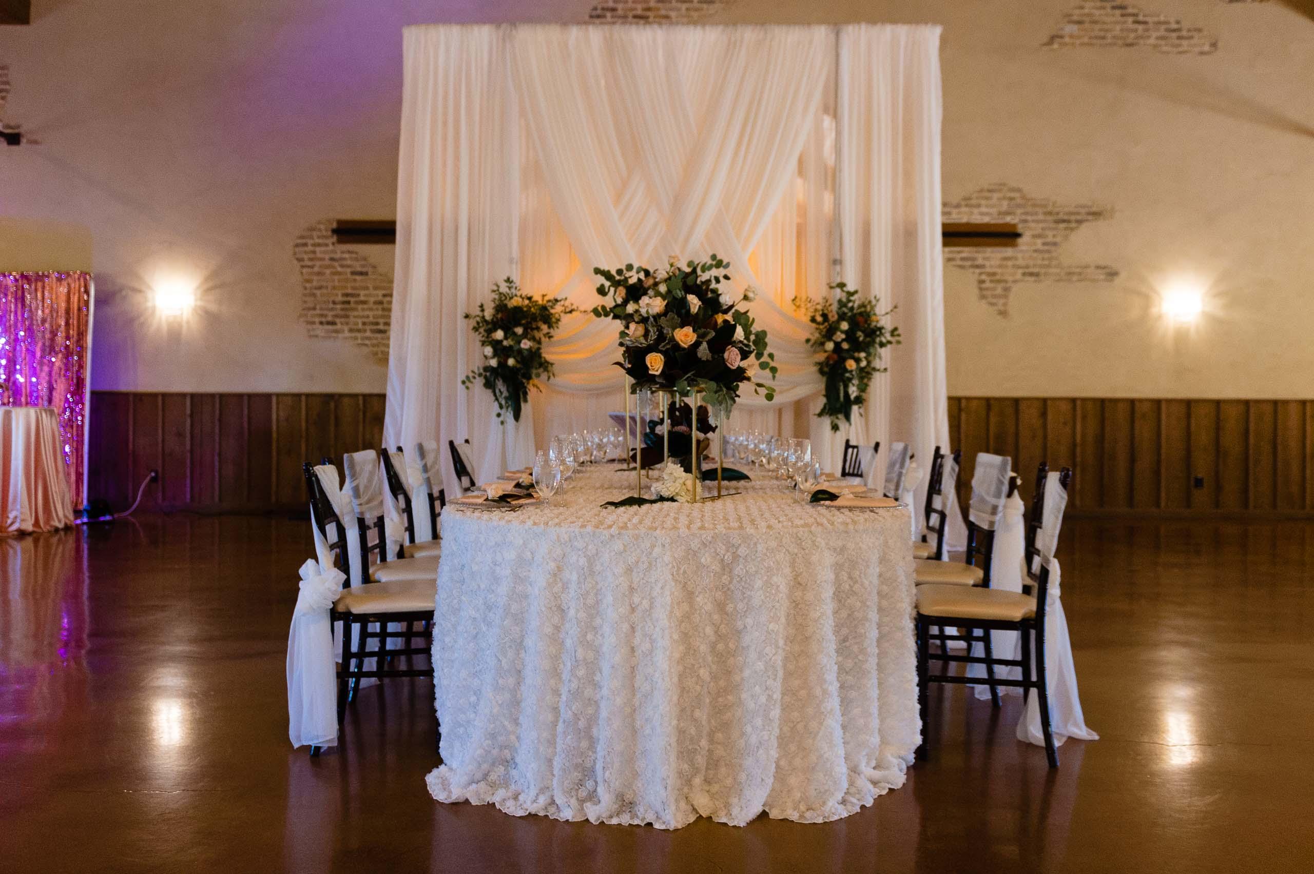 chandelier-of-gruene-winter-wedding-inspiration-_4S27989