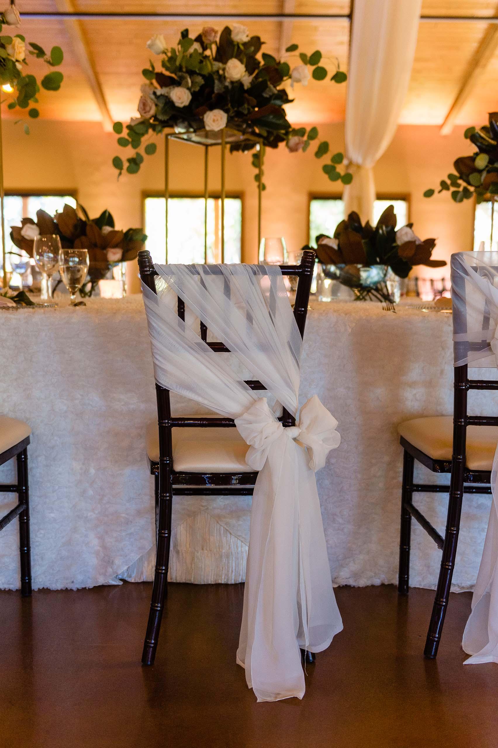 chandelier-of-gruene-winter-wedding-inspiration-_4S27992