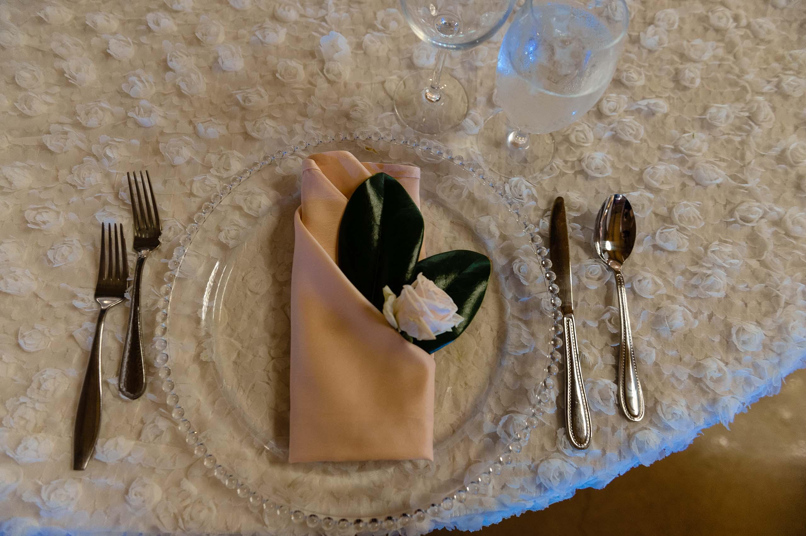 chandelier-of-gruene-winter-wedding-inspiration-_4S27994