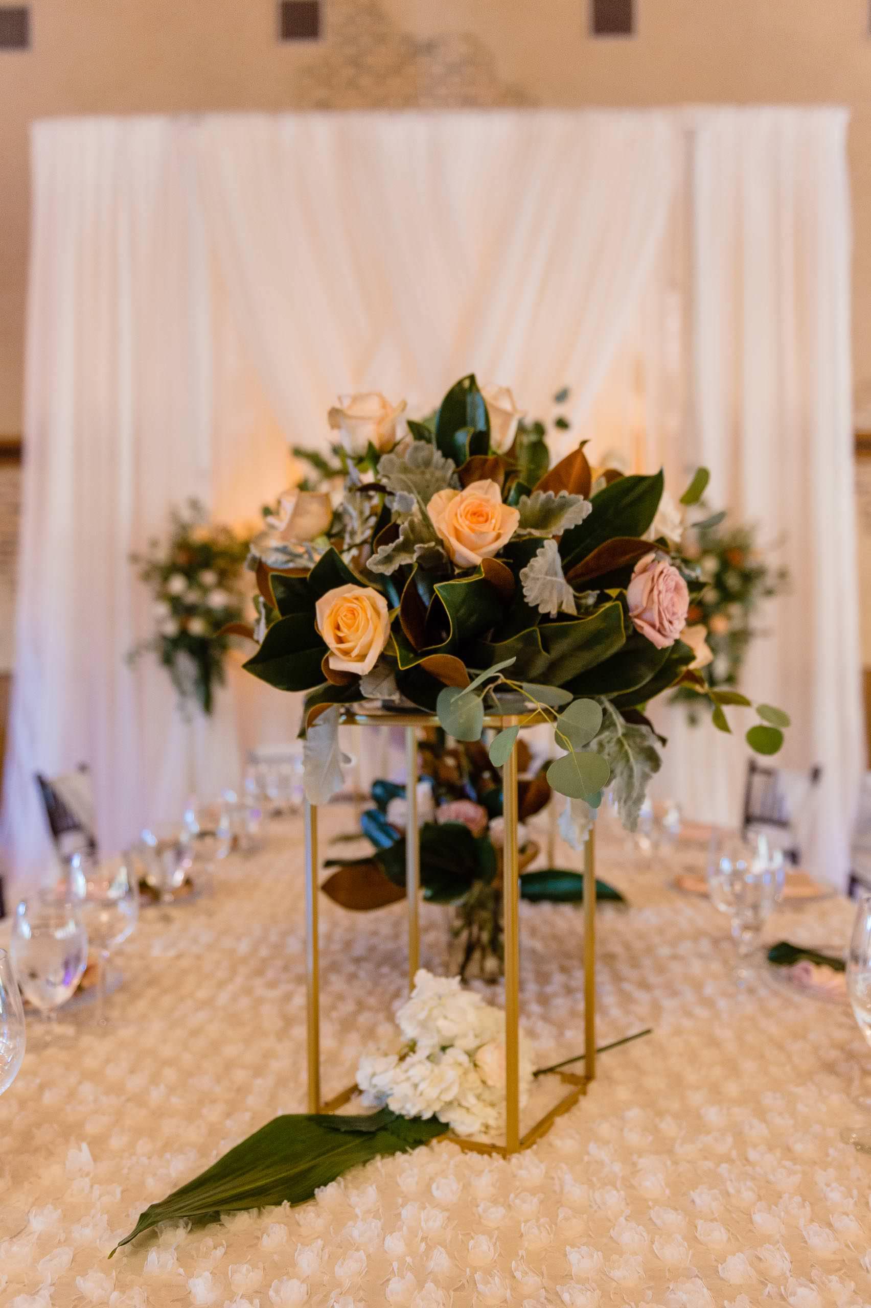 chandelier-of-gruene-winter-wedding-inspiration-_4S27997