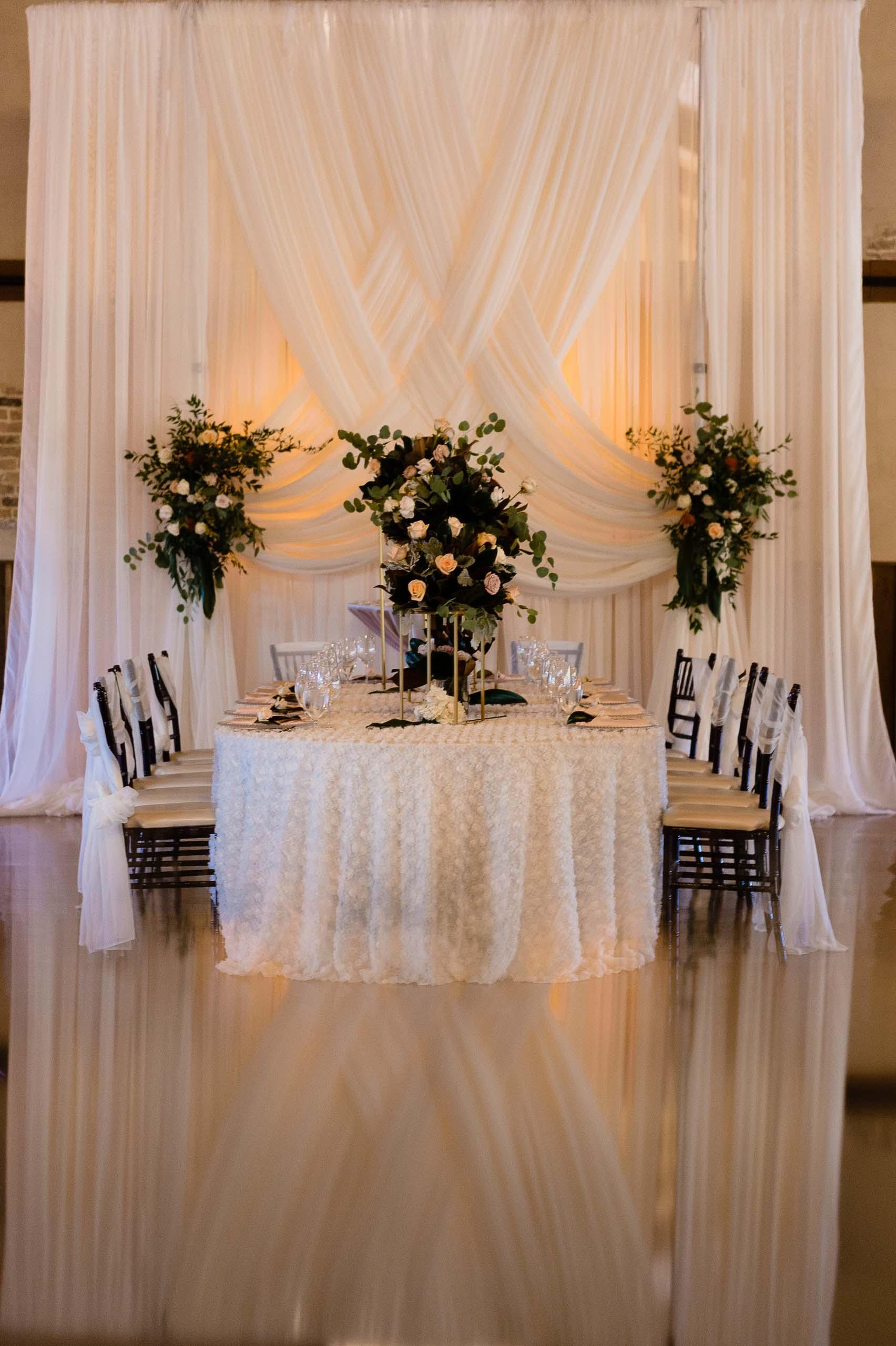 chandelier-of-gruene-winter-wedding-inspiration-_4S28008