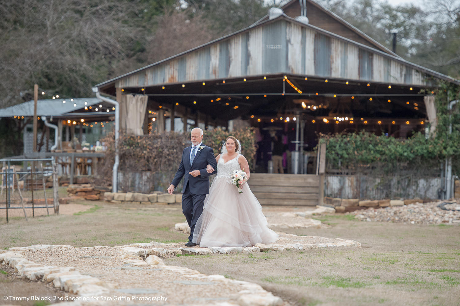 gruene estate wedding in new braunfels texas hill country wedding by san antonio wedding photographers _4S19957