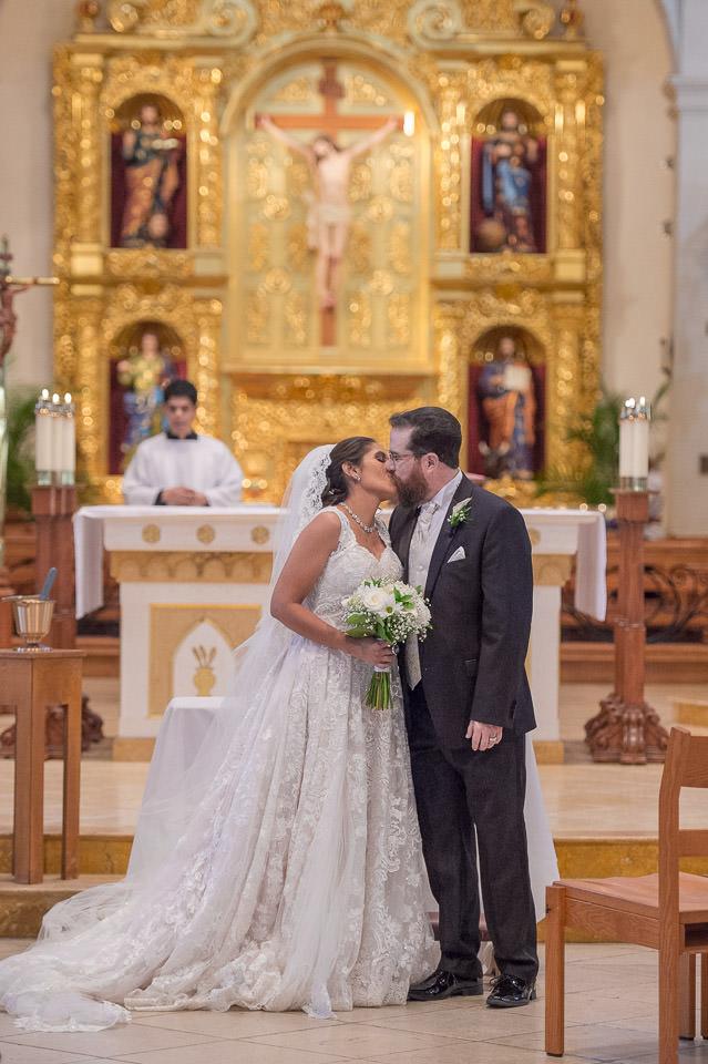 san fernando cathedral wedding downtown san antonio wedding photographers _4S15774